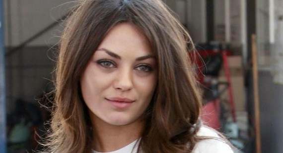 What is Mila Kunis wearing in this Cosmo article?