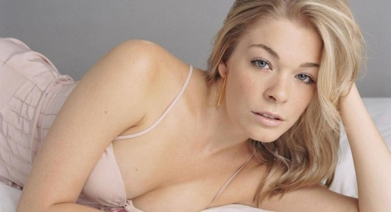 Why is everyone trashing the lovely LeAnn Rimes so much?