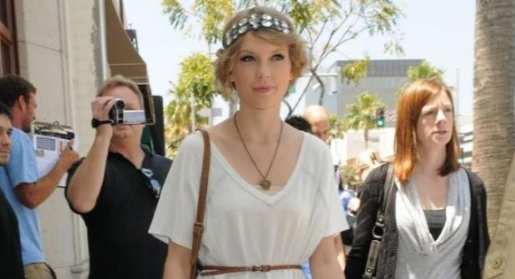 What did Taylor Swift look like as a Freshman?
