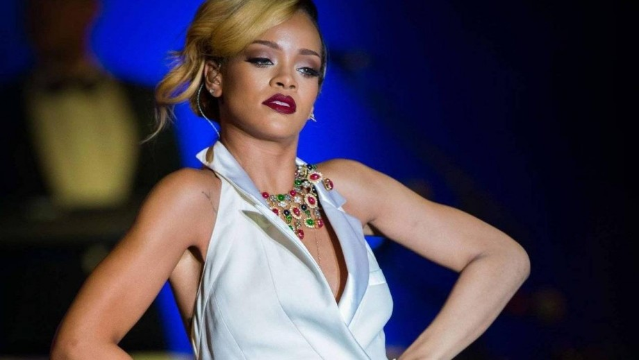 What is the Rihanna song where she makes a gun noise?
